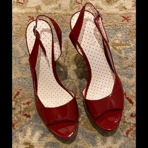NWOT Guess red patent leather heels